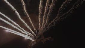 Fuochi d'artificio nella vigilia del nuovo anno stock footage