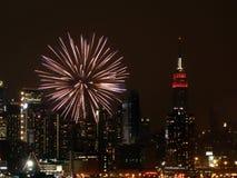 Fuochi d'artificio NYC del fiume Immagini Stock Libere da Diritti