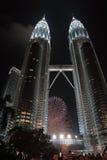 Fuochi d'artificio a Petronas Immagine Stock