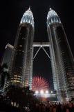 Fuochi d'artificio a Petronas Fotografie Stock