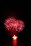 Fuochi d'artificio rossi ardenti Fotografie Stock