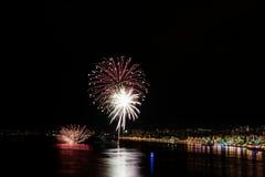 Fuochi d'artificio rossi e bianchi Fotografie Stock Libere da Diritti