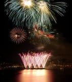 Fuochi d'artificio rossi e verdi Fotografie Stock