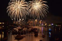 Fuochi d'artificio sopra Bay City acqua Michigan Fotografie Stock Libere da Diritti