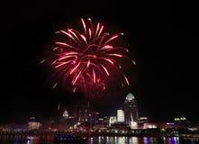 Fuochi d'artificio sopra Cincinnati Fotografie Stock