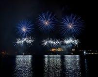 Fuochi d'artificio sopra il grande porto - Malta Immagini Stock Libere da Diritti
