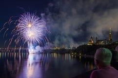 Fuochi d'artificio sopra il Parlamento del Canada Fotografie Stock Libere da Diritti