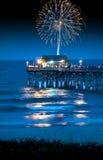 Fuochi d'artificio sopra il pilastro Fotografia Stock Libera da Diritti