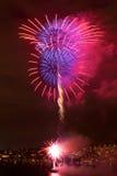 Fuochi d'artificio sopra l'unione del lago a Seattle fotografie stock libere da diritti