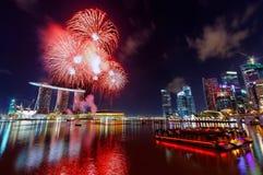 Fuochi d'artificio sopra la baia del porticciolo Immagini Stock Libere da Diritti