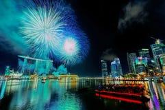 Fuochi d'artificio sopra la baia del porticciolo Fotografie Stock