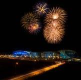 Fuochi d'artificio sopra lo stadio Fotografie Stock Libere da Diritti