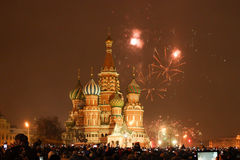 Fuochi d'artificio sopra Mosca Kremlin fotografia stock