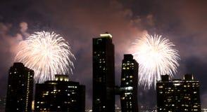 Fuochi d'artificio sopra New York Fotografia Stock