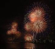 Fuochi d'artificio stupefacenti a Tokyo Fotografia Stock