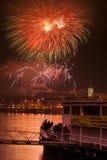Fuochi d'artificio sui nuovi anni EVE nell'argine di Bratislava, 1 1 2010 Immagine Stock Libera da Diritti