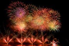 Fuochi d'artificio sul fiume Fotografia Stock Libera da Diritti