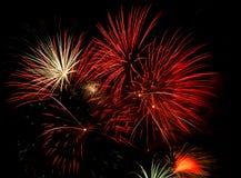 Fuochi d'artificio sul nero immagini stock