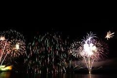 Fuochi d'artificio variopinti di celebrazione Fotografie Stock