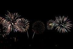 Fuochi d'artificio variopinti di celebrazione Immagine Stock