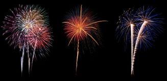 Fuochi d'artificio variopinti fantastici sopra il cielo scuro Fotografia Stock Libera da Diritti
