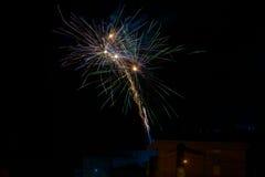 Fuochi d'artificio verdi e gialli porpora Fotografie Stock Libere da Diritti