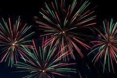 Fuochi d'artificio verdi e rossi fotografia stock