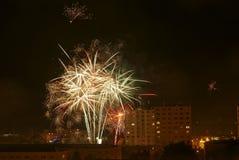 Fuochi d'artificio vicino all'alloggio della proprietà Immagine Stock Libera da Diritti