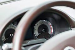 Fuoco automobilistico del cruscotto sul tachimetro Fotografia Stock