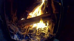 Fuoco bruciante nella stufa Documenti caldi Bruciando nel forno immagine stock libera da diritti
