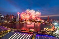 Fuoco d'artificio alla baia del porticciolo sulla festa nazionale 2015 SG50 di Singapore Fotografia Stock