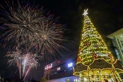 Fuoco d'artificio alla vigilia di Chritmas Immagini Stock Libere da Diritti