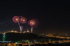 Fuoco d'artificio annuale a Kaowang, Petchaburi, Tailandia Immagine Stock