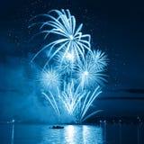 Fuoco d'artificio blu fine Immagine Stock