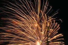 Fuoco d'artificio colorato alla notte Fotografia Stock