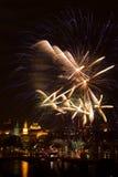 Fuoco d'artificio sopra il fiume di Vltava Fotografie Stock
