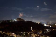 Fuoco d'artificio sopra la città di Gorizia, Italia Fotografia Stock
