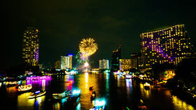 Fuoco d'artificio sul fiume, Bangkok immagine stock