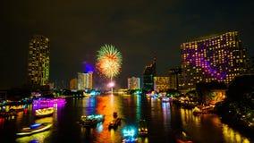 Fuoco d'artificio sul fiume, Bangkok fotografia stock libera da diritti