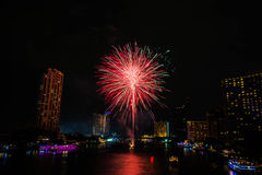 Fuoco d'artificio sul fiume, Bangkok Tailandia fotografia stock