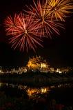Fuoco d'artificio sulla costruzione tailandese nordica di stile del luang noioso di Kham in tempio reale della flora Fotografie Stock