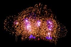 Fuoco d'artificio variopinto del fuoco d'artificio della scintilla dell'oro bello per il celebratio Fotografia Stock Libera da Diritti