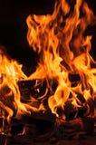 Fuoco dai ceppi di combustione Fotografia Stock Libera da Diritti