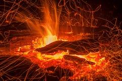 Fuoco del falò della fiamma delle scintille Immagine Stock