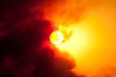Fuoco del sole di tramonto fotografia stock