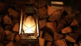 Fuoco della lanterna di cherosene della lampada vecchio archivi video