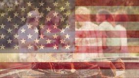 Fuoco di accampamento con la bandiera americana stock footage