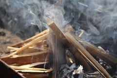 Fuoco di bruciatura nella griglia Fotografia Stock Libera da Diritti