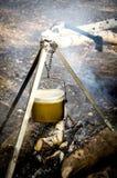 Fuoco di legno del treppiede del vaso Fotografia Stock Libera da Diritti