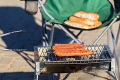 Fuoco di Rolls della salsiccia del barbecue Immagine Stock Libera da Diritti